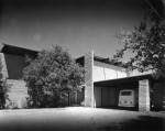 marcus-whiffen-residence-01-ext-at-carport-1964