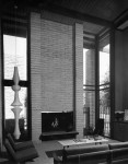 marcus-whiffen-residence-06-living-rm-fireplace